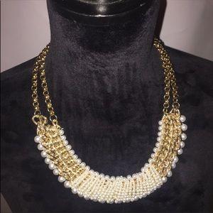 Jewelry - EUC GOLD & PEARL FASHION NECKLACE